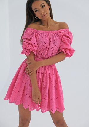 Openwork pink dress with puff sleeves