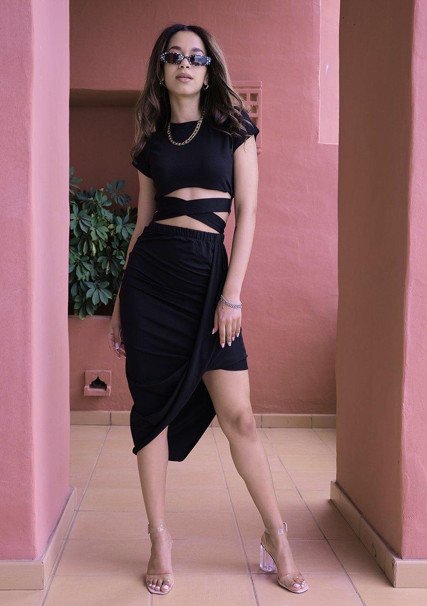 Asymetryczna spódnica z wiskozy czarna ILM