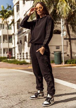 Spodnie dresowe z lampasami Czarne ILM