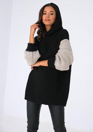 Long bicolor black sweater