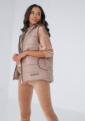 Quilted sleeveless nude beige jacket