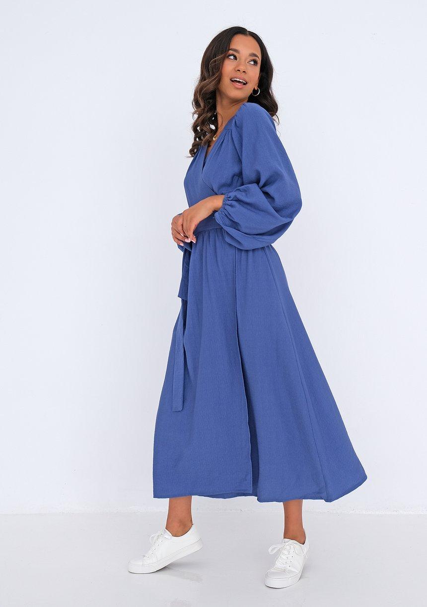 Kopertowa sukienka midi Niebieska