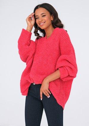 Sweter z dekoltem V oversize MALINOWY ILM