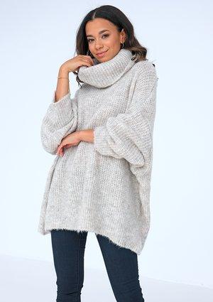 Sweter z golfem oversize BEŻOWY ILM