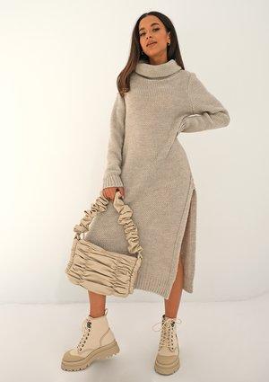 Długa sukienka z rozporkiem Beżowa ILM