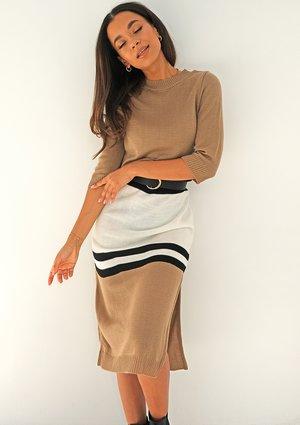 Swetrowa sukienka w pasy Latte ILM