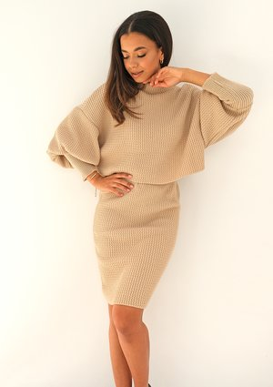 Swetrowy komplet ze spódnicą Beżowy ILM