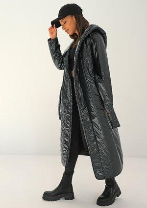 Pikowany płaszcz wiązany w talii Czarny ILM