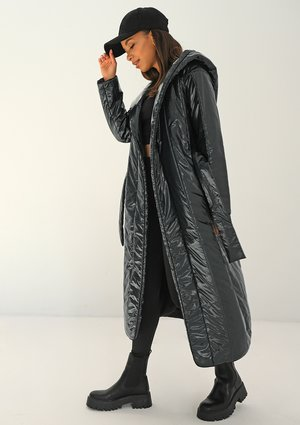 Quilted black tied coat