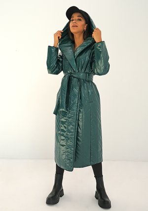 Quilted green tied coat