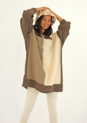 Long tricolor brown sweater